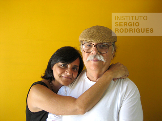Verônica Rodrigues with her father, Sergio Rodrigues, in the 2000s.